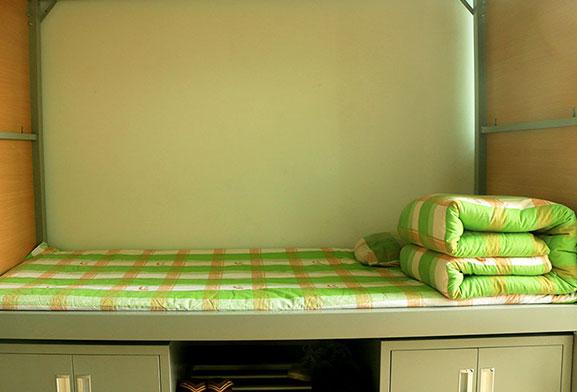 整齐的床铺