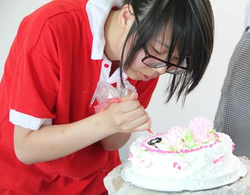 福建新东方烹饪学校西点班母亲节蛋糕制作视频