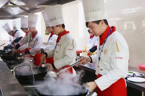 学厨师创业难不难?)