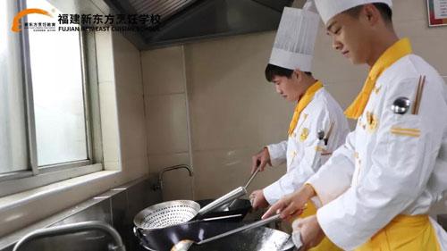 选择学厨师,才是高薪就业的不二选择)