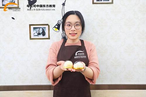 学生故事   周毓婷:从西班牙漂洋过海回国学西点!)