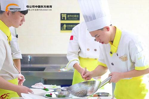 学厨师需要多久?短时间可以学成厨师吗?)
