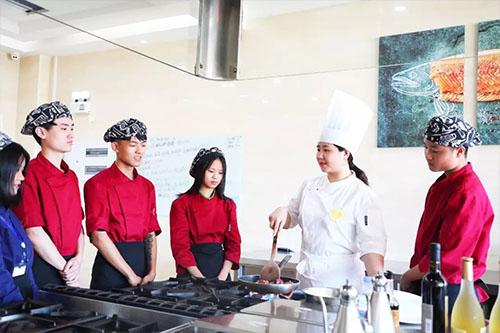初中生学厨师学习长期专业还是短期专