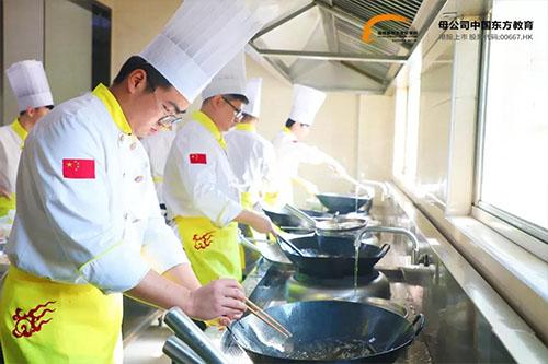哪里有专业学烹饪的厨师学校?