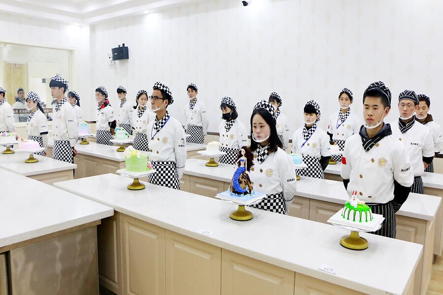 福建新东方烹饪学校西点教学场景