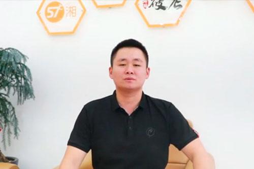 <b>令狐聪餐饮集团区域督导卢岚建</b>)