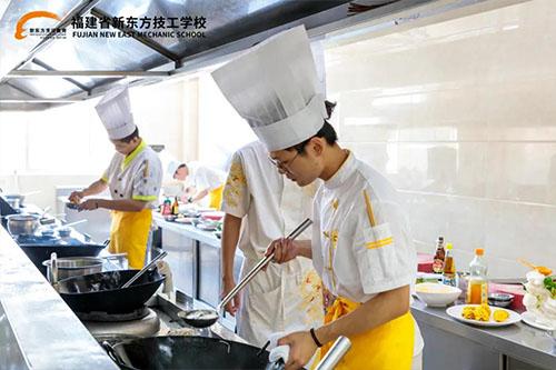 学厨师学费多少钱?)