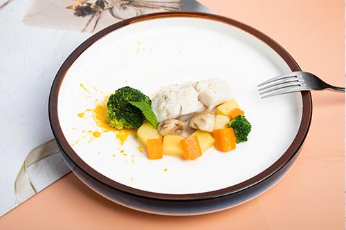 低温慢煮海鲈鱼配白酒