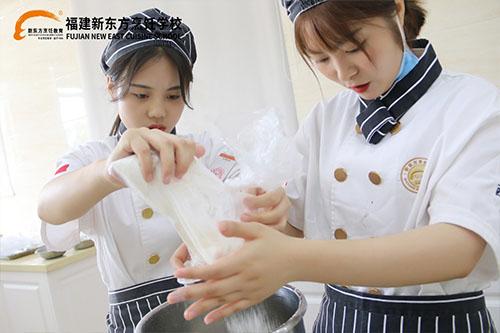 新东方烹饪学校学西点的学费多少?