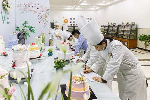 女生学厨师好就业吗?