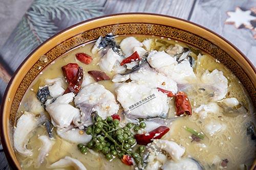 煲鱼汤美味的秘诀还得是这几个小方法!你都知