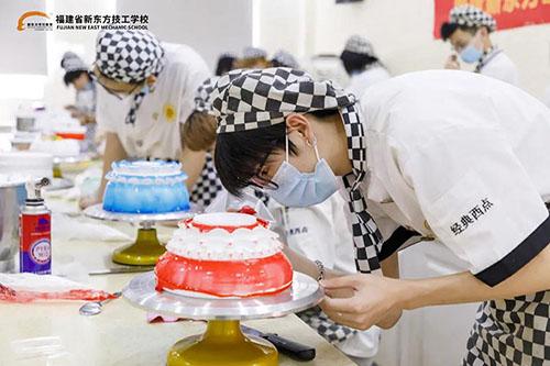 福建新东方经典西点15班陶艺蛋糕考核来了!
