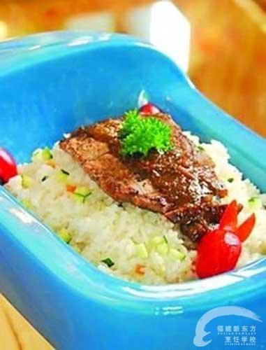 摘要:马桶火锅,浴缸烧烤,洗手盆意粉,近日一份厕所主题餐厅的菜单在