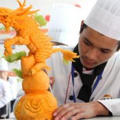 福建新东方烹饪学校:食雕PK在即,谁是神雕手?