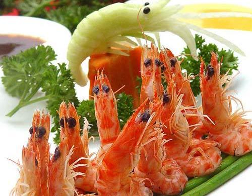 二,忌水果      在吃鱼,虾,蟹等海产品的时候一定要特别的注意