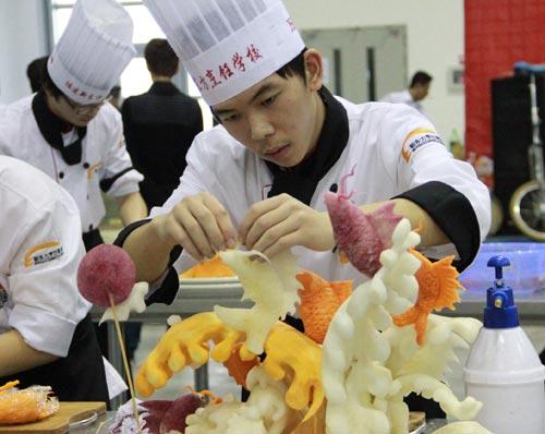 福建新东方烹饪学校13届中国美食节食品雕刻展台