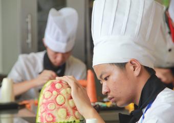厨师泡沫雕刻凤凰步骤图片