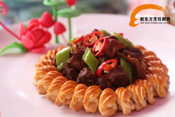福建学厨师一年学费多少钱?_福建新东方烹饪学校_厨师图片